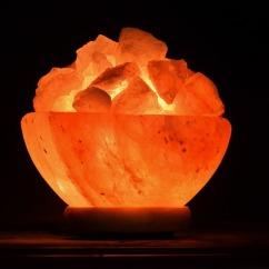 salzkristalllampe orange durchscheinend