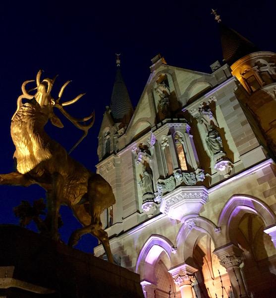 chloss-drachenburg-illuminiert-goldener-hirsch