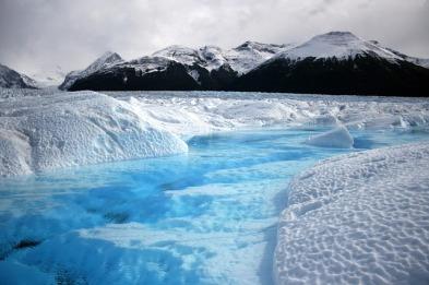 eis-gletscher-cyan-kunstlicht